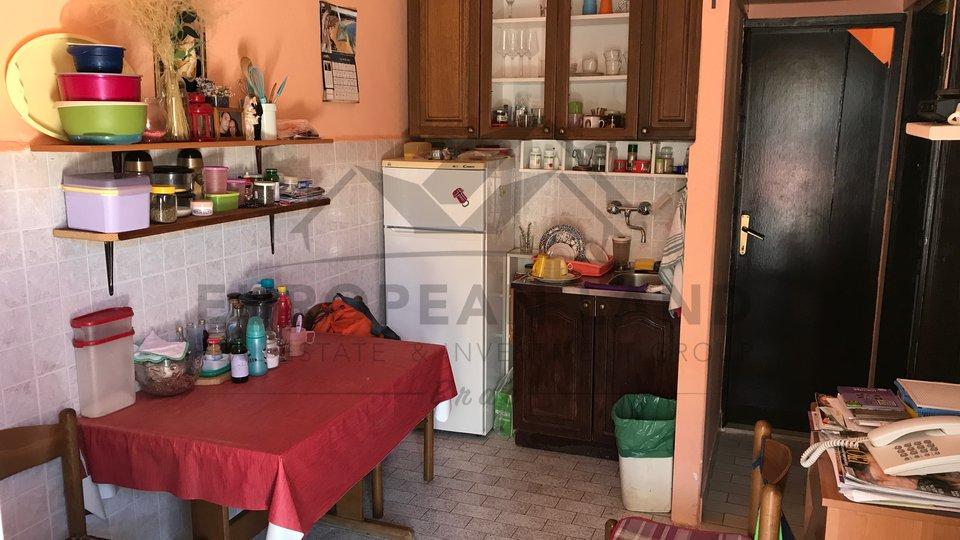 Dvosobni stan u Sutivanu