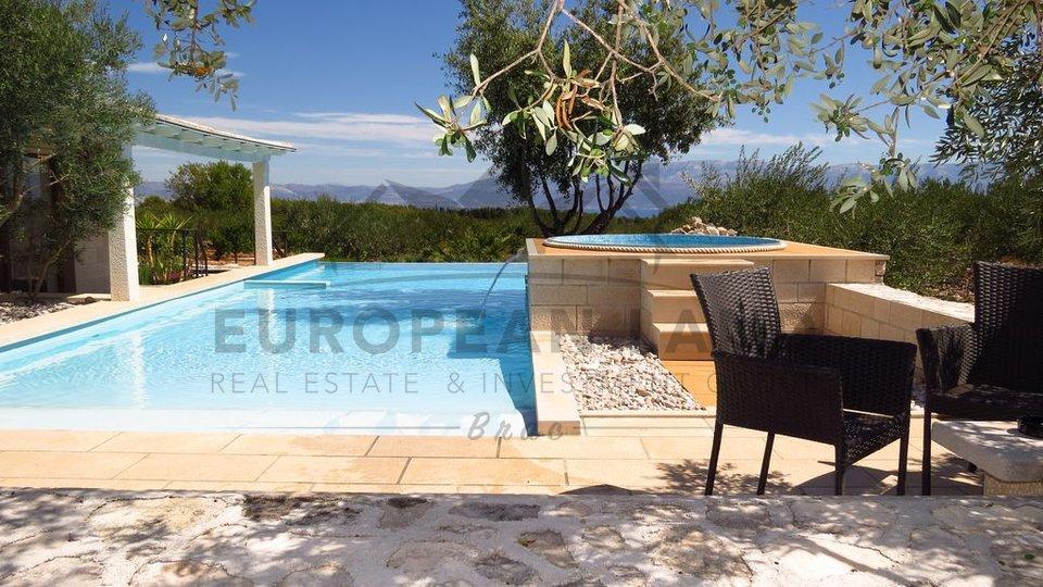 Villa in Sutivan