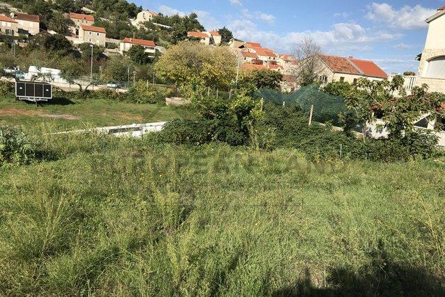 Bauland - in Sutivan