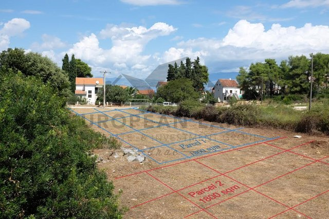 Building plot in Sutivan