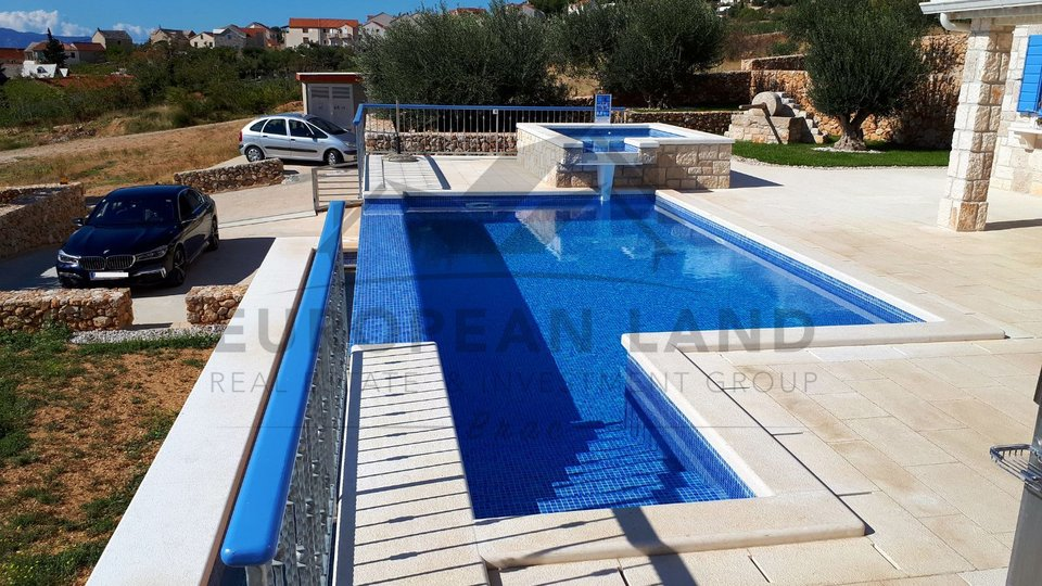 Villa with two pools – Bol