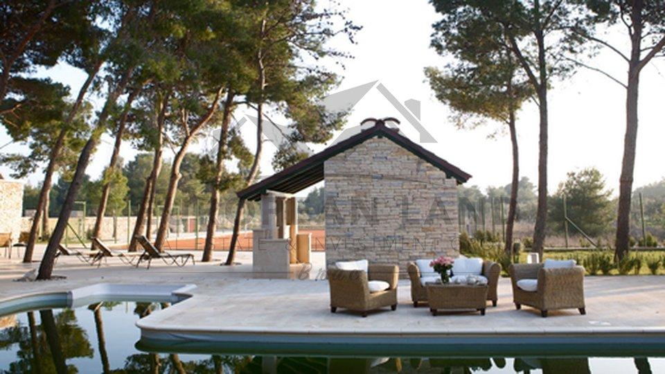 Anwesen, 12000 m2, Verkauf, Sutivan