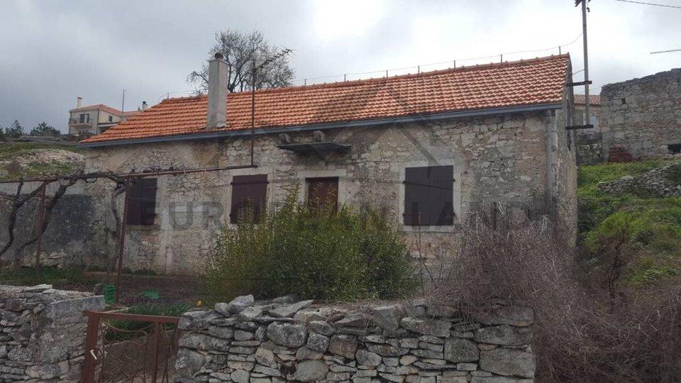 Stara kamena kuća u Nerežišćima