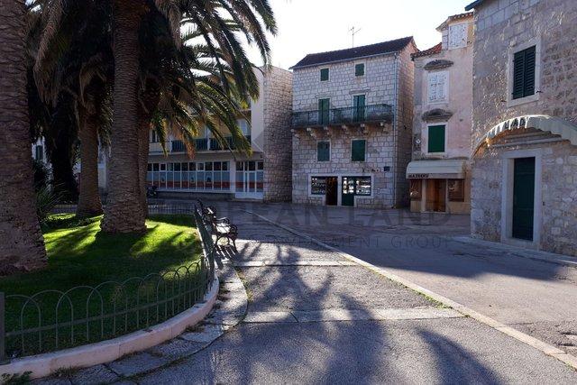 Poslovni prostor u centru Supetra