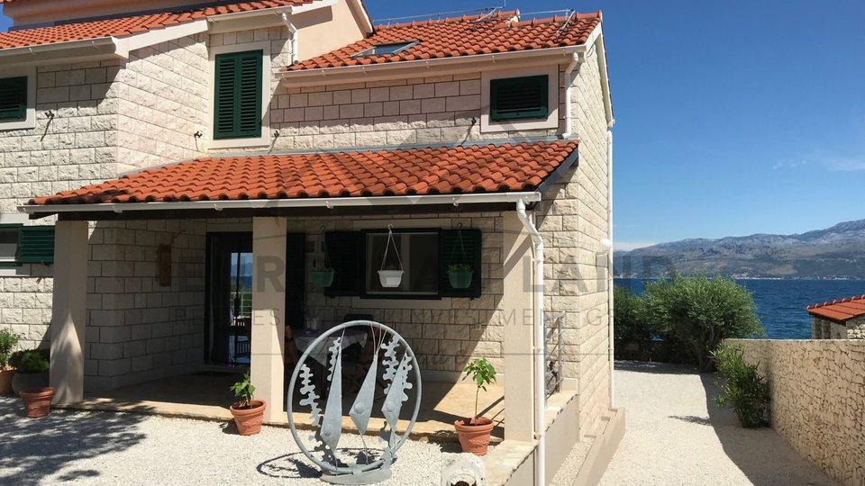 Lijepa kuća na samoj plaži -Splitska