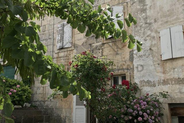 Stara kamena kuća  – Nerežišća