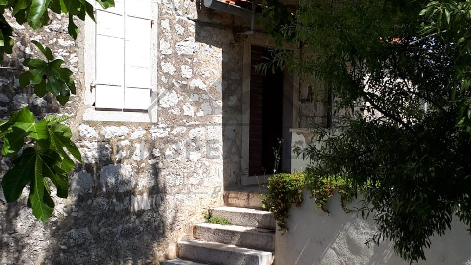 A traditional stone house in the beautiful old town of Brač Bobovisca
