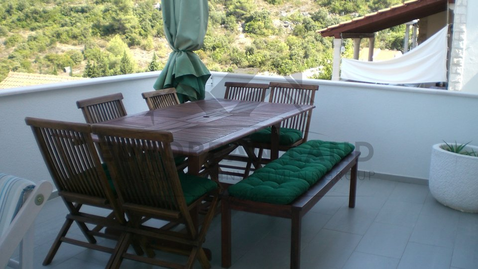 House with 4 apartments in Postira