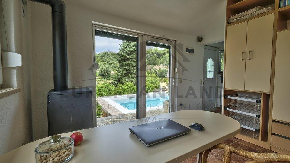 Beautiful villa with swimming pool in Splitska