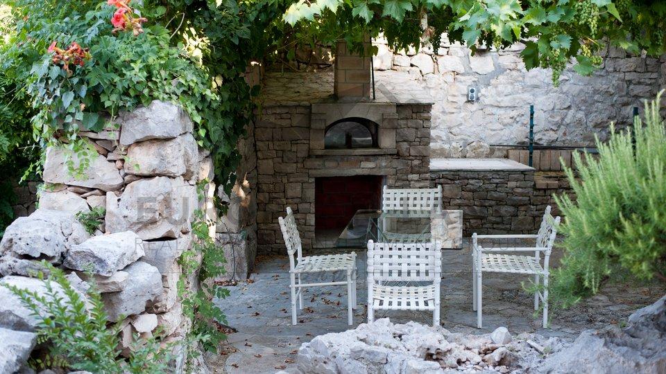 Prekrasna vila s bazenom u Splitskoj