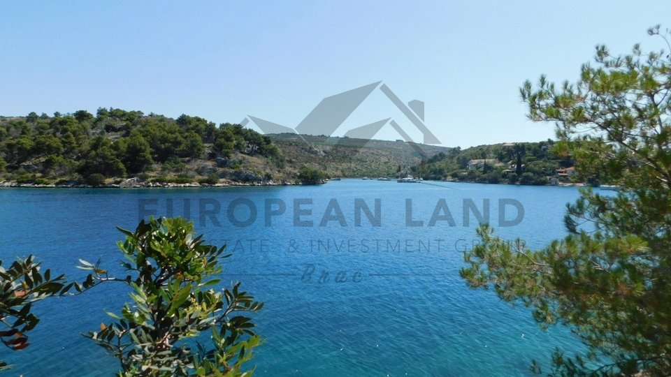 Attractive land on an exclusive location first row to the sea in Bobovišća