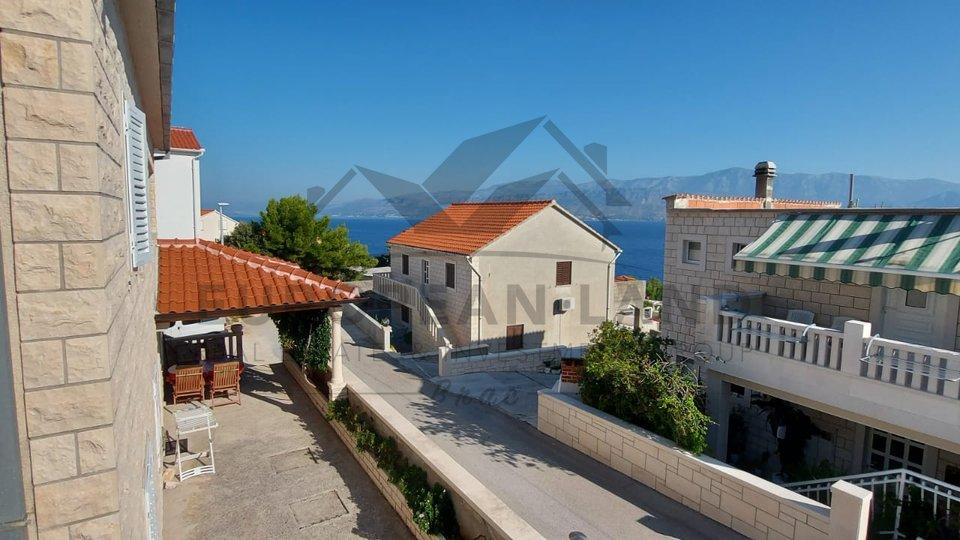 Kuća s lijepim pogledom na more- Postira