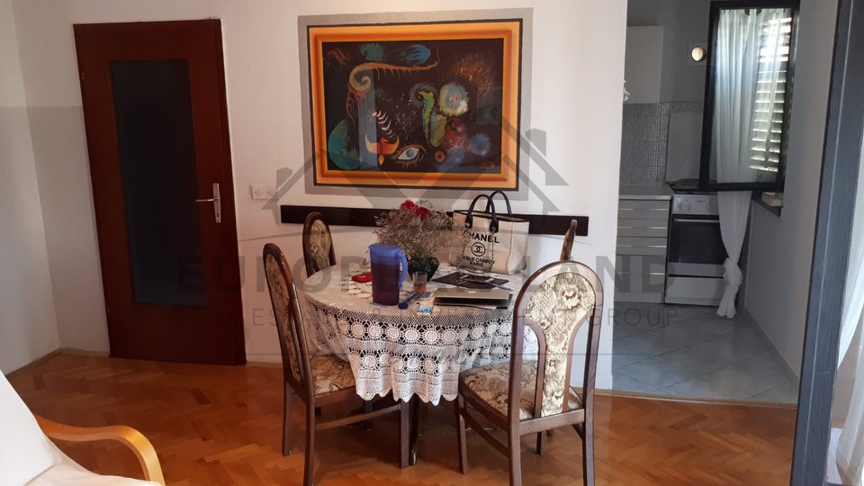 Apartment with three bedrooms in Supetar