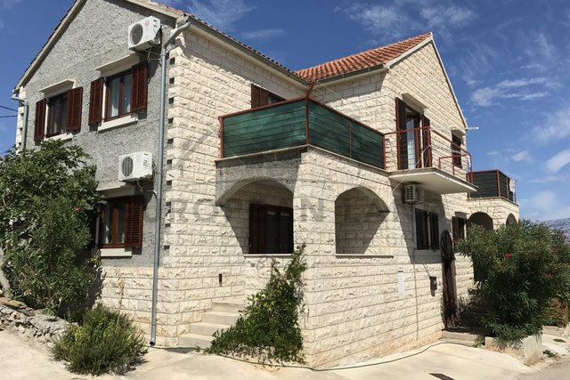 House with apartments - Supetar